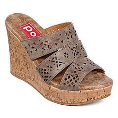Pop Idol Laser-Cut Wedge Sandals